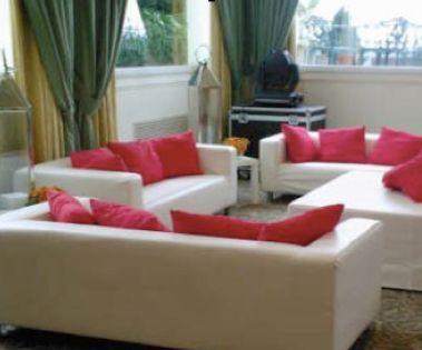 Esempi disposizione divani idee per il design della casa for Disposizione della casa minuscola