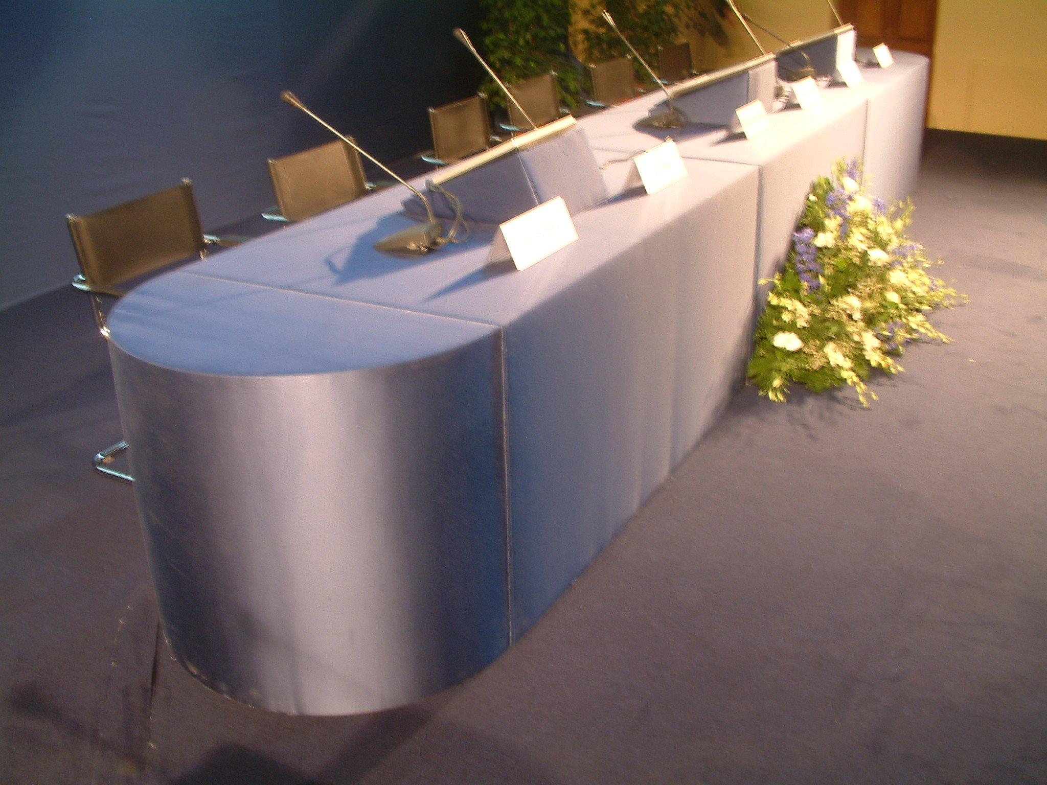 noleggio tavoli relatori roma